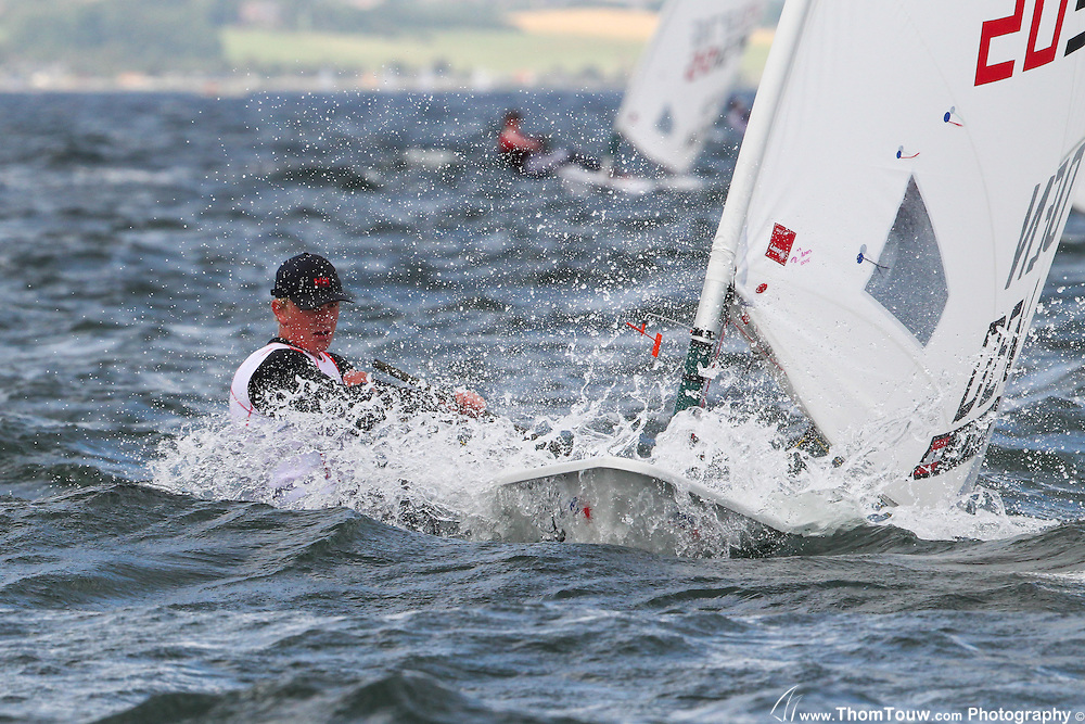 Patrick på 17 år, Årets Talent hos drengene 2014, sejler normalt Laser Standard men deltager her i Laser Radial.
