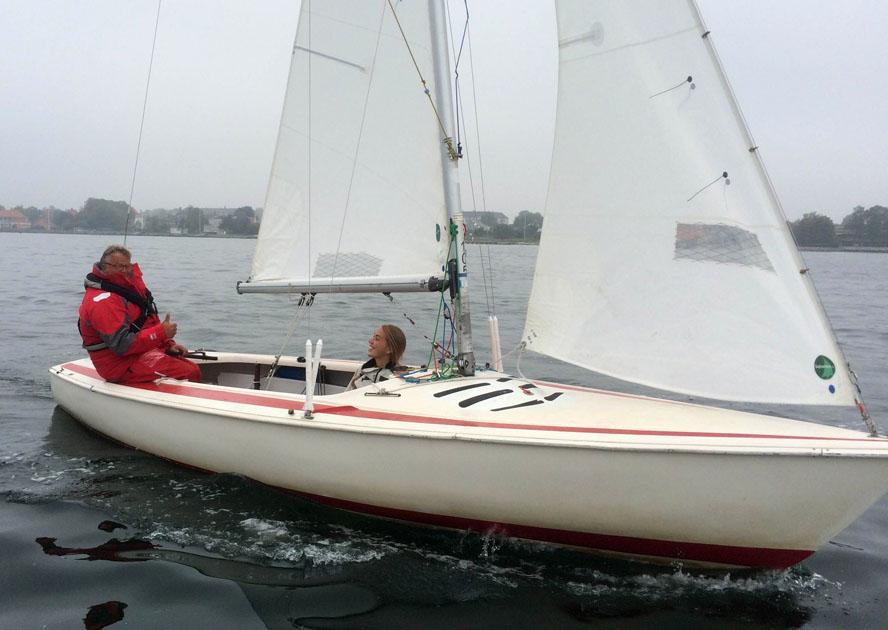 Per Heegaard har tidligere sejlet Laser-jolle, men i de seneste år har han sejlet i motorbåd for at tage fotos: Foto: Christian Lerche