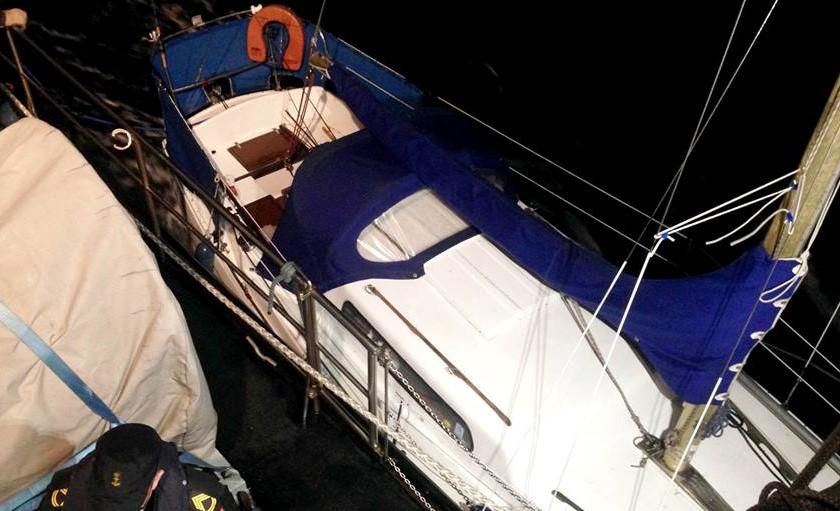 Det var denne båd, der blev slæbt fri af grunden i Aarhus i nat. Foto: Marinehjemmeværnet