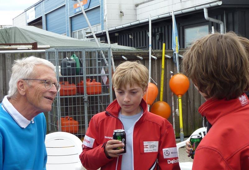 Selv om der var reception var der alligevel tid til det vigtigste, at tale med de unge. Foto: Katrine Bertelsen