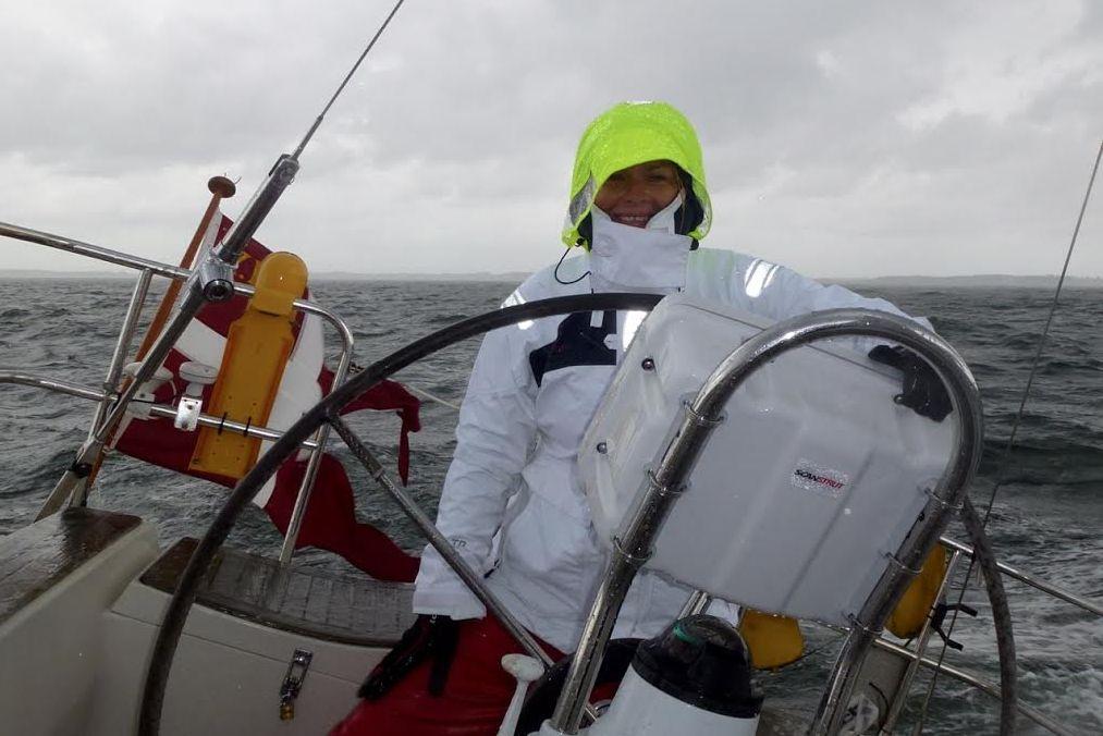 Signe Storr ombord på den Faurby 363, hun fik stillet til rådighed til Silverrudder Challenge 2015. Foto: Privatfoto
