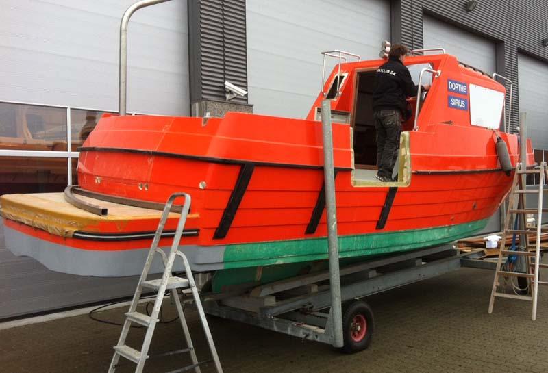 Når båden sejler på Grønland har den ikke mulighed for at sejle på værft eller til et servicecenter