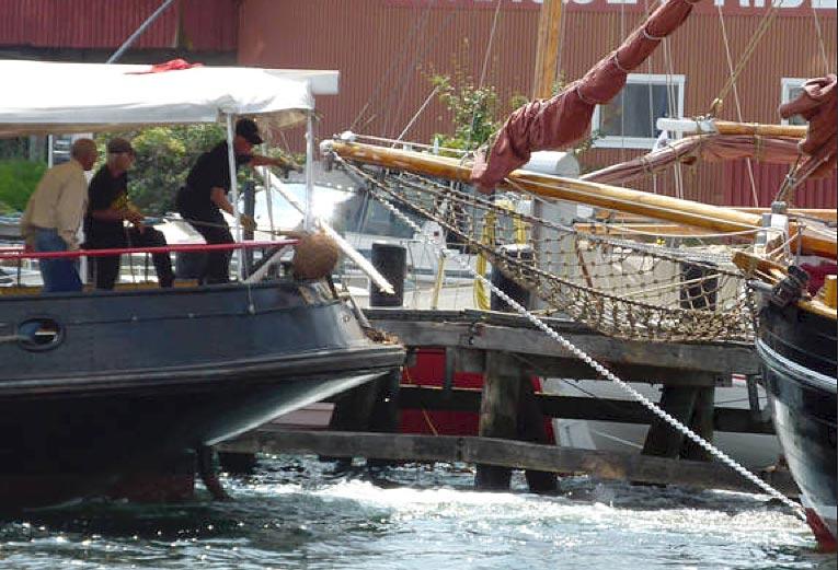 Kollisionen gav skader på tre både og broen ved Maritimt Center i Svendborg. Foto: Søren Stidsholt Nielsen/fyens.dk
