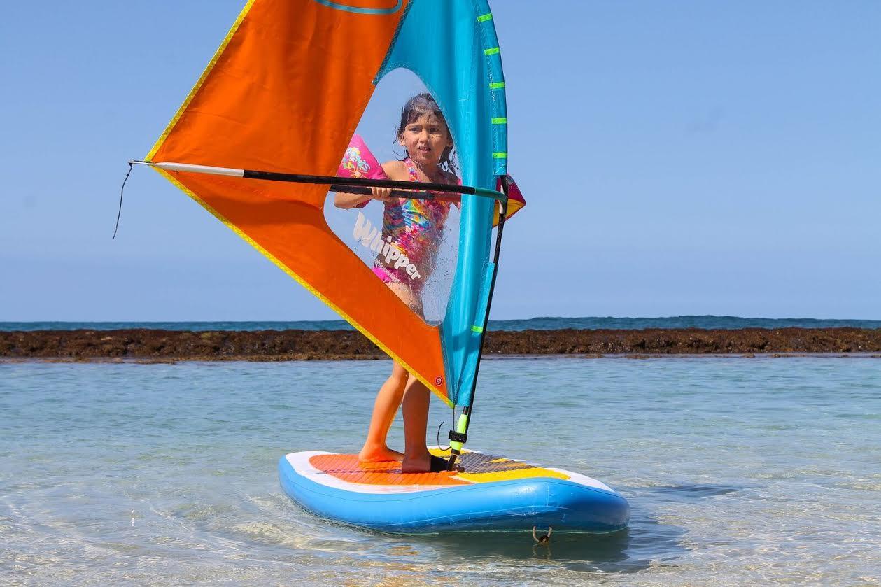 Windsurfsættet er det første i rækken af produkter, der skal lokke børn på vandet. Foto: PR-foto