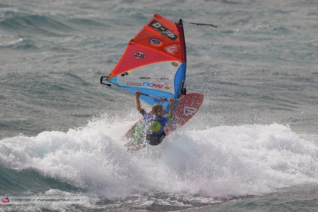 Det 12-årige surftalent Tobias Bjørnå viste sine evner på Pozo Izquierdo på Gran Canaria. Foto: PWA/Carter