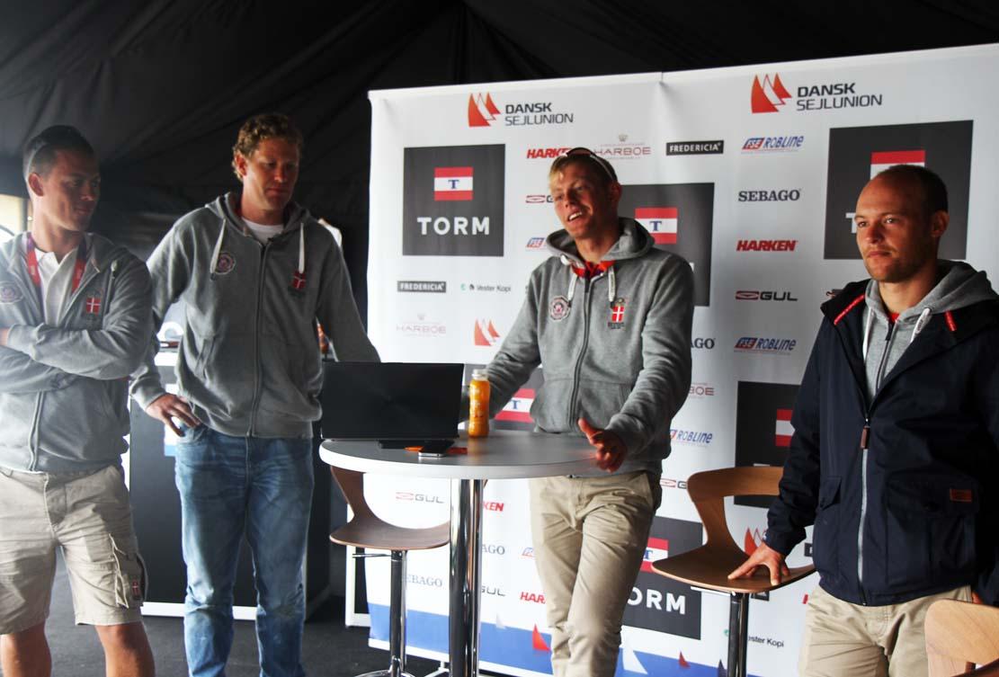 Thomas Jacobsen, nr. to fra højre, er her til 49er-pressemøde forleden. Han ønsker selv at fortsætte som sportschef, fortæller han til minbaad.dk. Foto: Troels Lykke