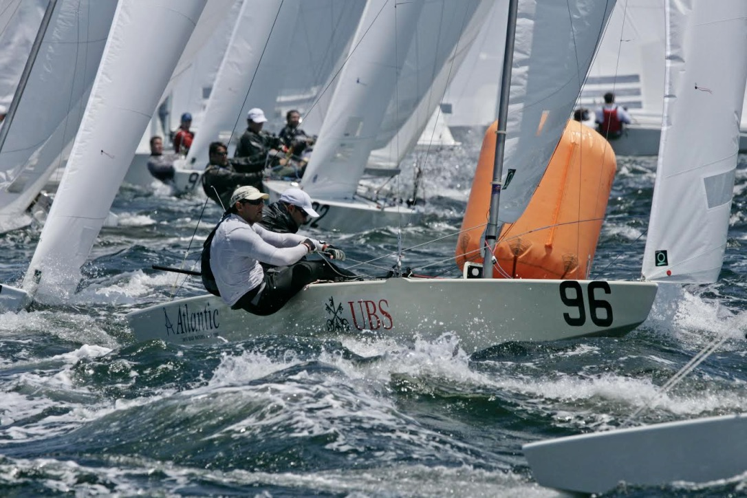 Paul Elvstrøm vandt hele 11 verdensmesterskaber i forskellige klasser. Blandt andet i Starbåden på hjemmebane i 1967. Her er vi dog ved et senere Star-VM. Foto: Star-VM