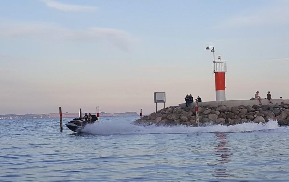 Aarhus Lystbådehavn plages af Vandscooter-sejlere, der sejler for stærkt i havnen og under 300 meter fra land. Arkivfoto: Troels Lykke