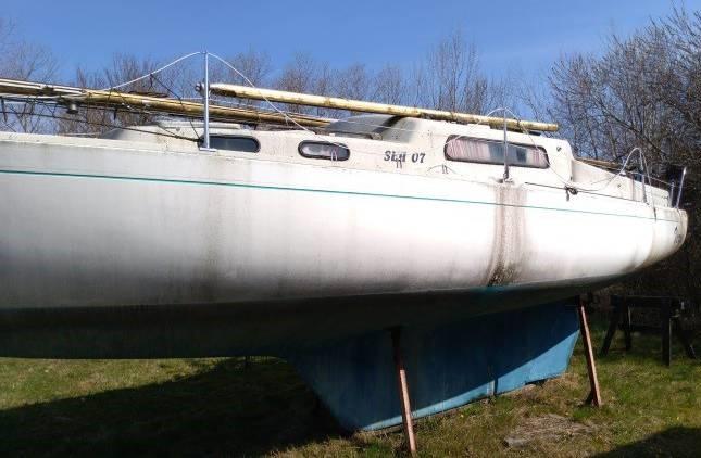 Man kan ikke få fat i ejeren af denne Albin Vega, byggenummer 1161, nu ender det  nok med et salg. Hvis du byder 50 kroner er båden måske din? Privatfoto