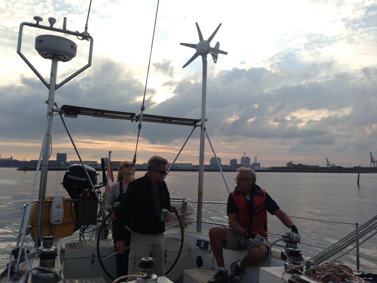 Vibeke Svenningsen er klar til afgang, ombord er blandt andet ti kilo saltlakrids fra hendes tidligere kollegaer hos Mærsk. Foto: Privatfoto