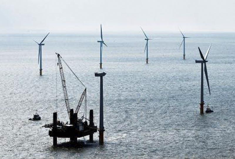 Havvindmølleparken skal begynde at levere el til det danske el-net senest med udgangen af 2012, og den skal være fuldt etableret i 2013. Foto: Energinet.dk/rambøll