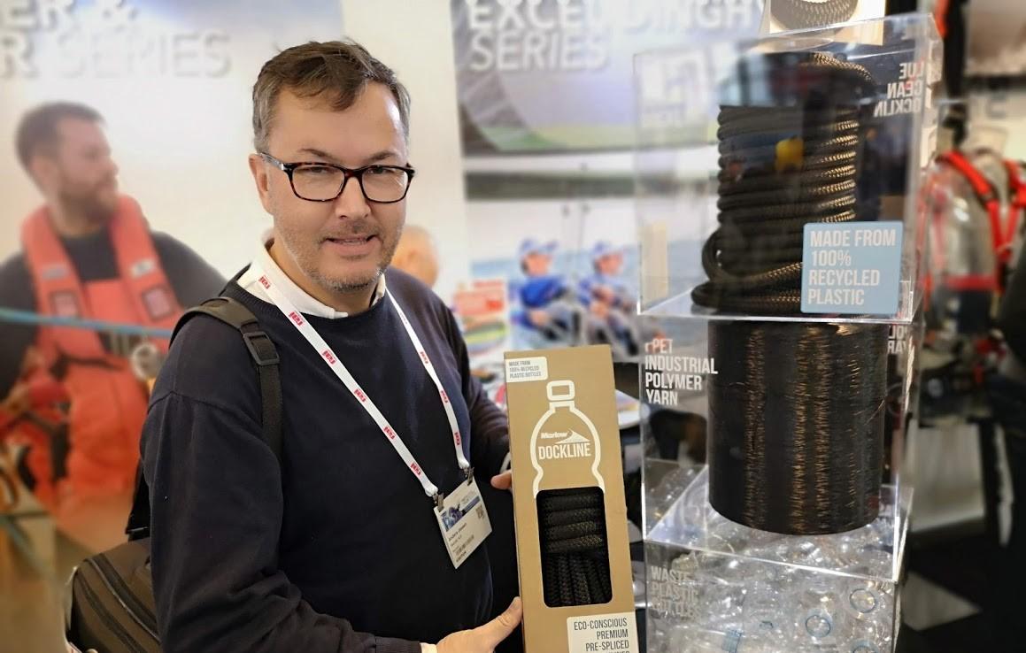 Chef for Watski i Danmark, Anders Jessen, er (med rette) stolt af det nye miljørigtige tovværk fra Marlov, der her vises frem på Mets-udstilling i Amsterdam. Foto: Troels Lykke