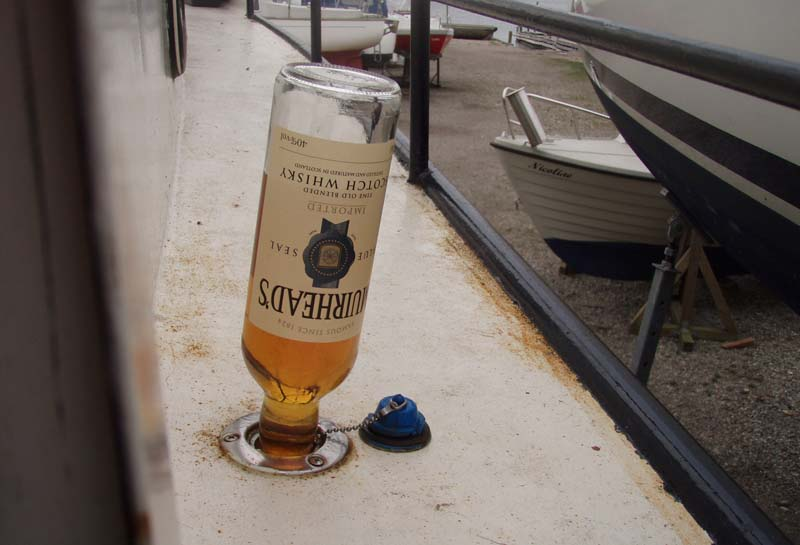 Køb tre flasker whisky med et alkoholindhold på mindst 40%, smagen behøver ikke at være i top for at frostsikre.